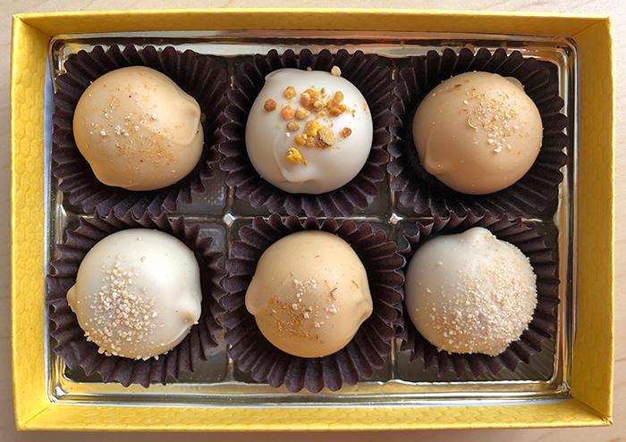 Seluess honey truffles in box